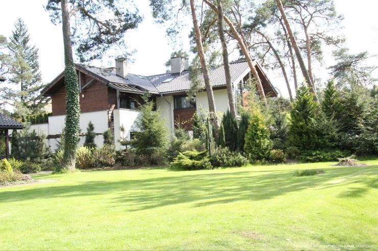 Domy : styl klasyczne, w kategorii Domy zaprojektowany przez Pracownia Architektoniczna Marka Przepiórki