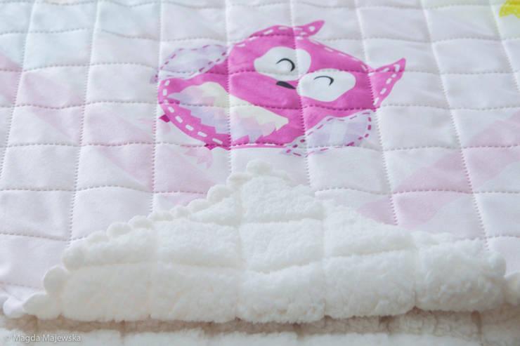 Narzuty-kocyki na łóżko: styl , w kategorii Pokój dziecięcy zaprojektowany przez Miętowy Kot