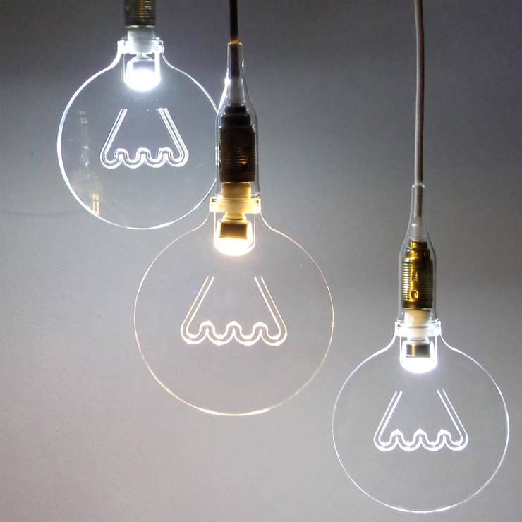 The light in the bubble: Negozi & Locali Commerciali in stile  di ciappesoni