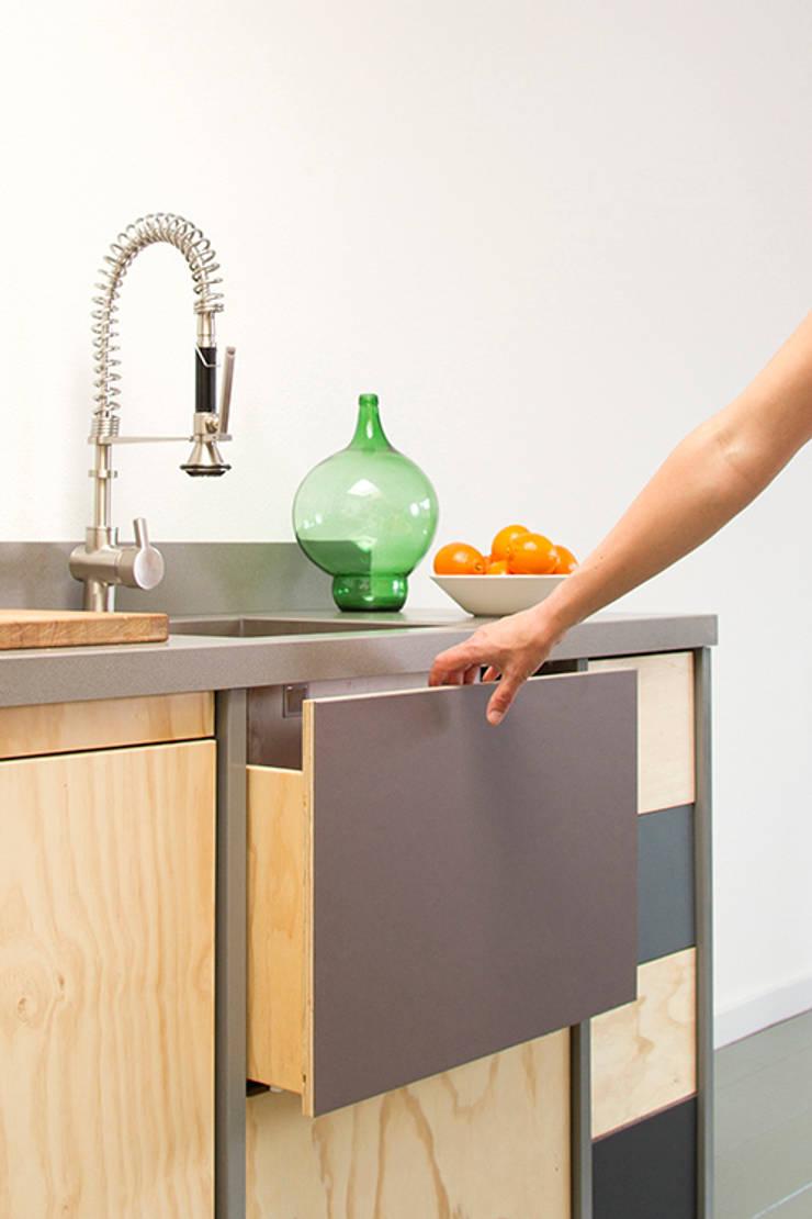 Constructieve keuken:  Keuken door Studio Mieke Meijer, Industrieel