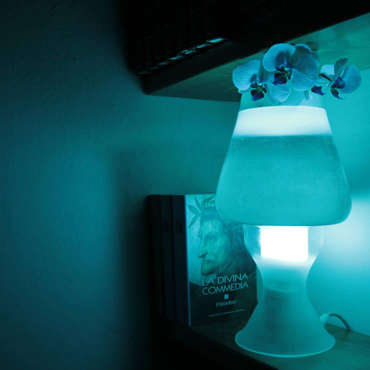 Flui lamp: Soggiorno in stile  di ciappesoni