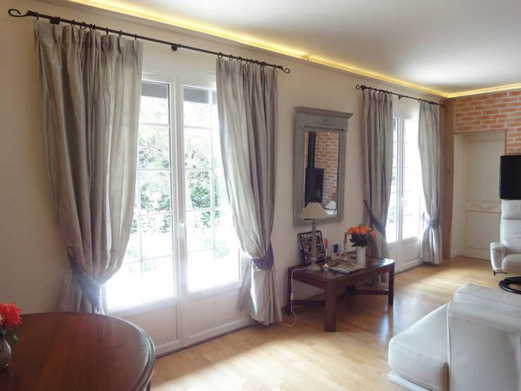Rideaux en soie: Fenêtres & Portes de style  par Aux fils du temps