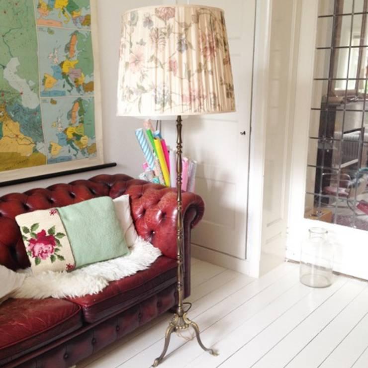 Ruang Keluarga by Retroloekie