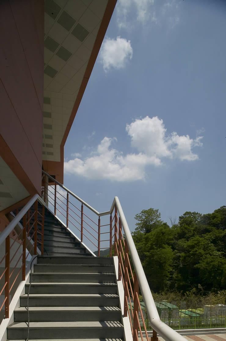 Yang Gok Vision Art Hall: 서인건축의