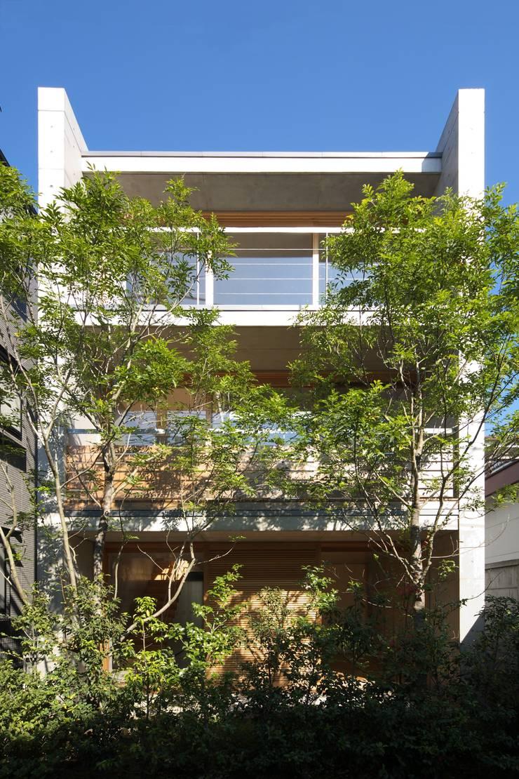 府中の住宅: 佐藤重徳建築設計事務所が手掛けた家です。