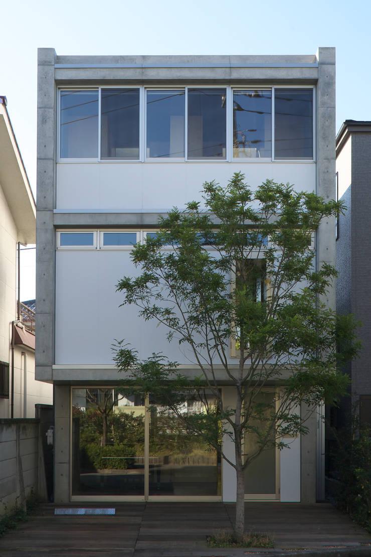 Casas de estilo  por 佐藤重徳建築設計事務所, Ecléctico