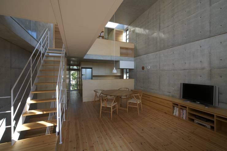 府中の住宅: 佐藤重徳建築設計事務所が手掛けたダイニングです。