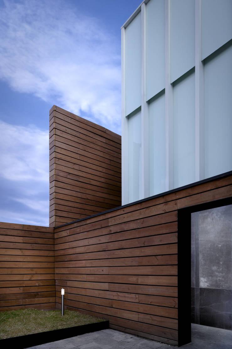 Edificio moderno: Casas de estilo  por Pascal Arquitectos