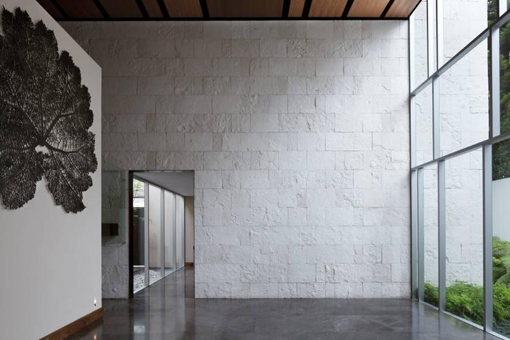SECRET GUEST HOUSE: Casas de estilo  por Pascal Arquitectos