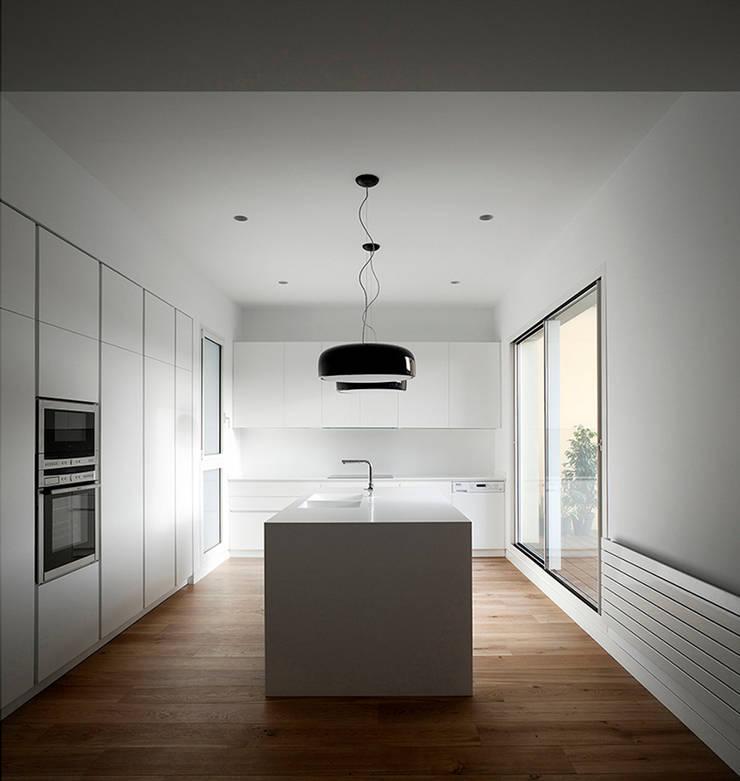 REFORMA DE ÁTICO : Cocinas de estilo  de DG Arquitecto Valencia