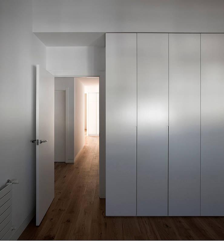 REFORMA DE ÁTICO: Dormitorios de estilo  de DG Arquitecto Valencia