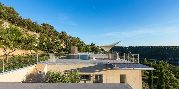 Rapport au site et au paysage: Maisons de style  par ateliers d'architecture JPB