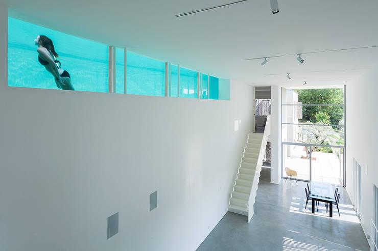 la lumière à travers la piscine: Maisons de style  par ateliers d'architecture JPB
