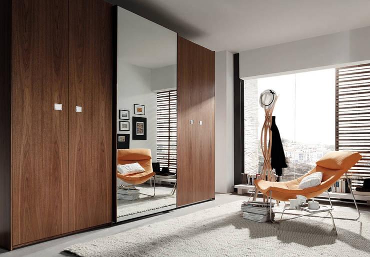 Armarios y vestidores: Dormitorios de estilo  de MOBLEC, S.L
