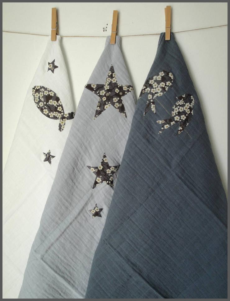 Trio de langes surteints pour bébé dégradé de gris & Liberty: Chambre d'enfants de style  par Mitsi&cie