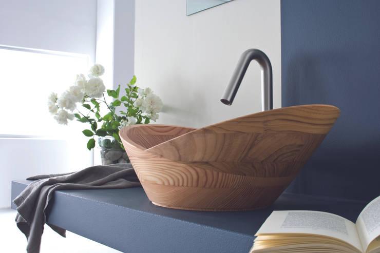 LINEA NATURAL: Bagno in stile  di TAFARUCI DESIGN
