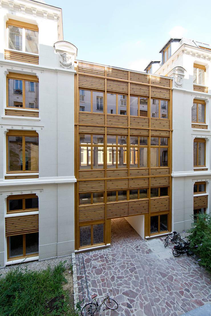RÉHABILITATION D'UN IMMEUBLE DE BUREAUX — PARIS 11ÈME:  de style  par PARC Architectes