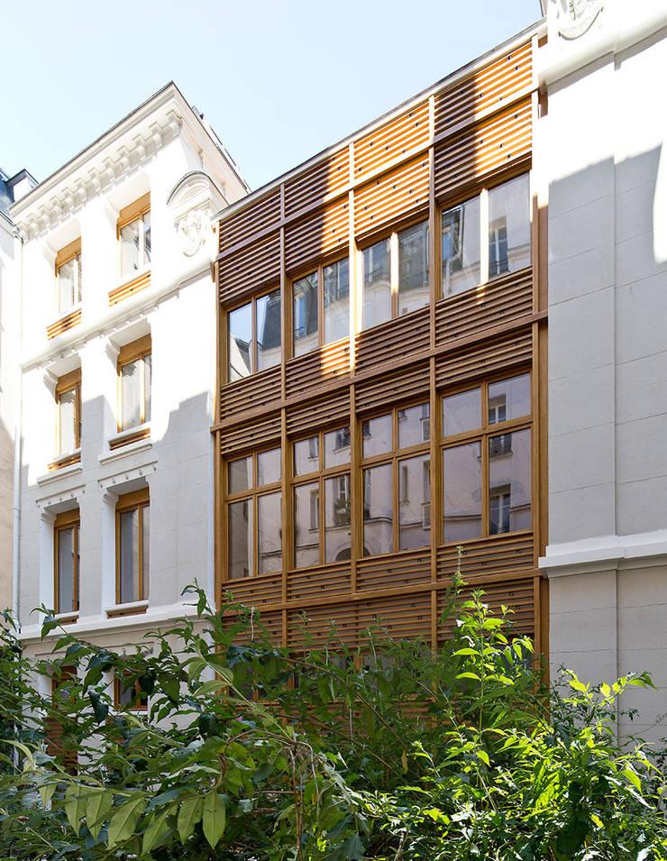 RÉHABILITATION D'UN IMMEUBLE DE BUREAUX — PARIS 11ÈME :  de style  par PARC Architectes