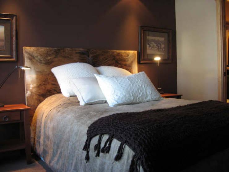 Varieté 2014-15: Dormitorios de estilo ecléctico por Bazzioni