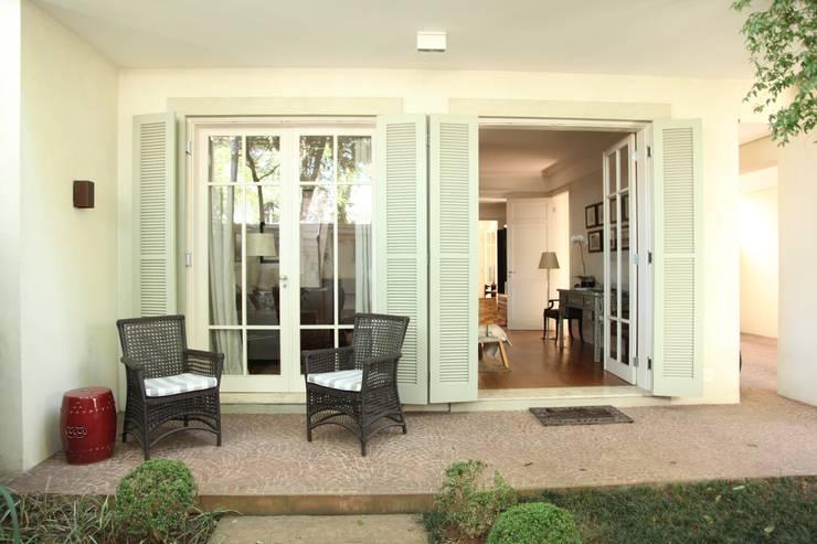 Terrazas de estilo  de Ornella Lenci Arquitetura