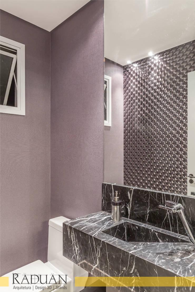 Duplex 80 m² – Vila Madalena: Banheiros  por Raduan Arquitetura e Interiores,Moderno