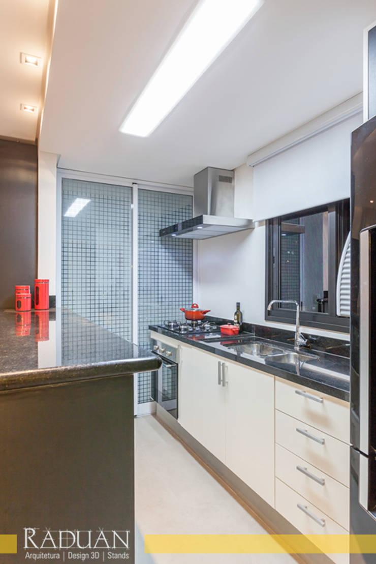 Duplex 80 m² – Vila Madalena: Cozinhas  por Raduan Arquitetura e Interiores,Moderno