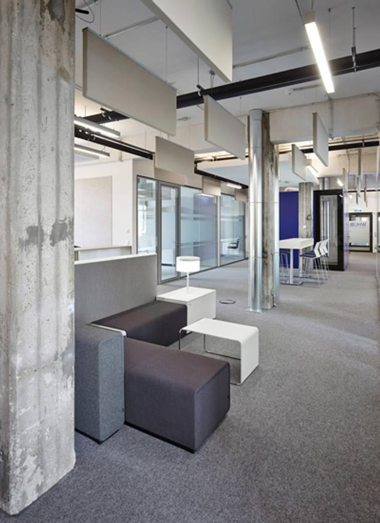 WHU Otto-Beisheim-School of Management, Düsseldorf:  Flur & Diele von Fischer Lichtgestaltung,Modern