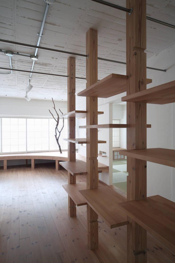 Pasillos y vestíbulos de estilo  por nano Architects, Moderno Madera Acabado en madera