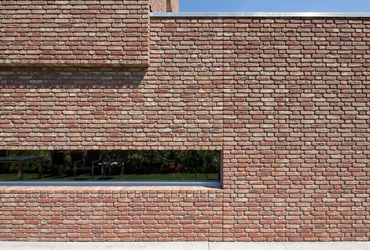 detail zijgevel:  Huizen door Joris Verhoeven Architectuur