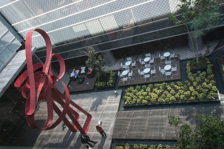 Corporativo Siemens: Estudios y oficinas de estilo  por Serrano Monjaraz Arquitectos