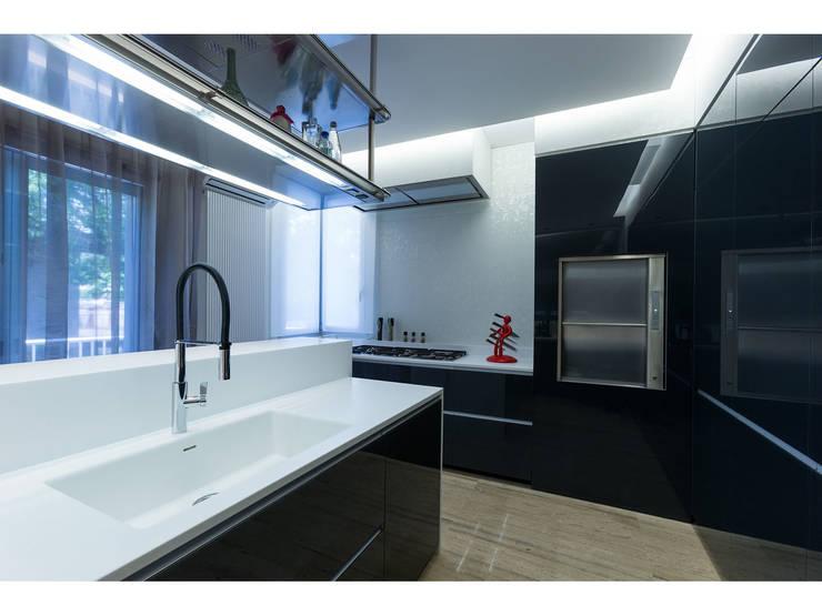 Vista cucina:  in stile  di V.Z. Architettura & Design,