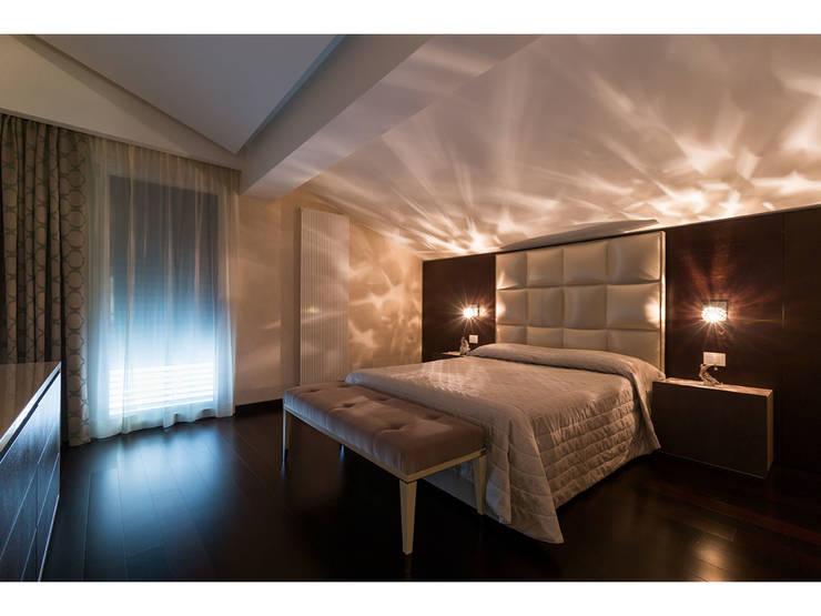 Camera da letto:  in stile  di V.Z. Architettura & Design,
