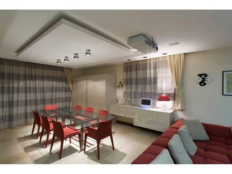 Cucina / pranzo:  in stile  di V.Z. Architettura & Design