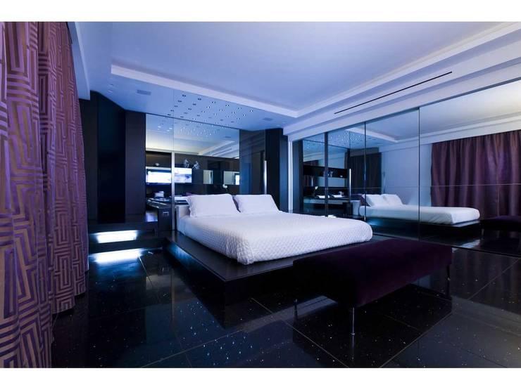 Camera da letto:  in stile  di V.Z. Architettura & Design
