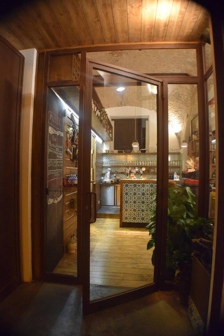 ingresso : Gastronomia in stile  di Casaburi & Memoli Architetti