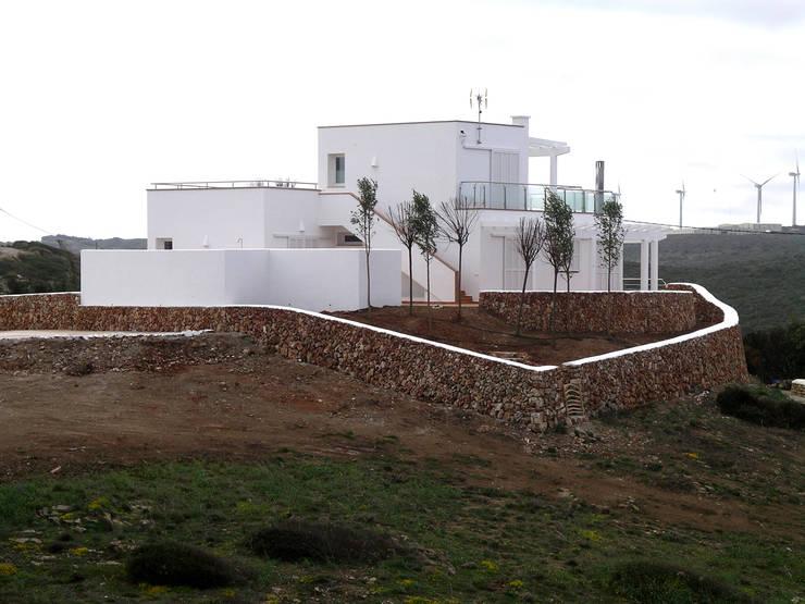 Vivienda unifamiliar en Sa Mesquida: Casas de estilo  de FG ARQUITECTES