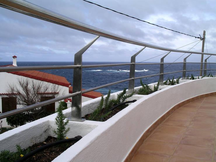Balcón: Terrazas de estilo  de FG ARQUITECTES