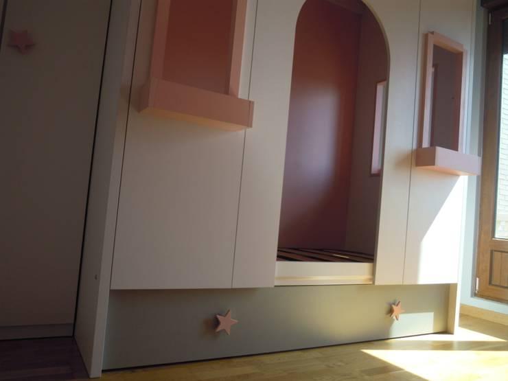 Para nosotros los sueños de los peques son ordenes: Dormitorios de estilo  de SQ-Decoración