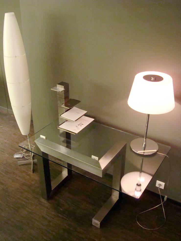 BOOTH TABLE: Bureau de style  par Transprofil