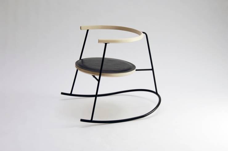 NOBU: minimalistische Wohnzimmer von Studio Rasmus Warberg