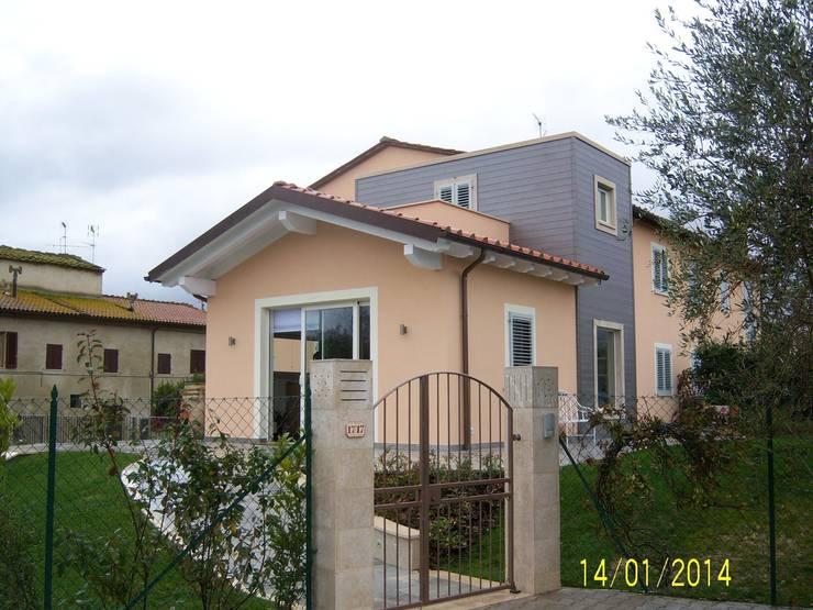 casa in legno: Casa in stile  di Calabrese & Iozzi Architetti Associati