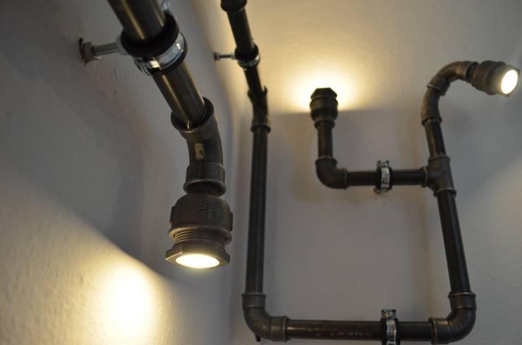 """Wandleuchte """"OLE"""" von Industrial.KO.Design:  Wohnzimmer von homify"""