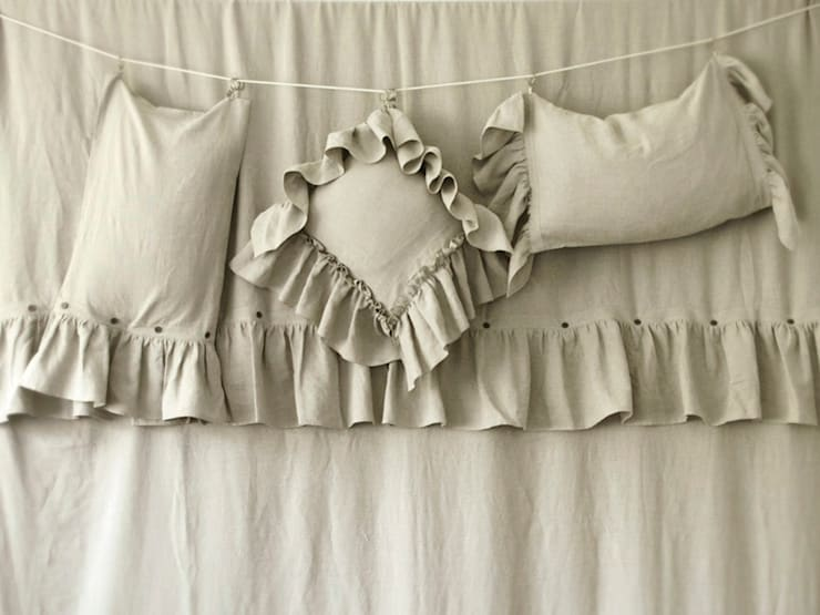 VINTAGE soft linen bedding and accessories :  Bedroom by LOVELY HOME IDEA