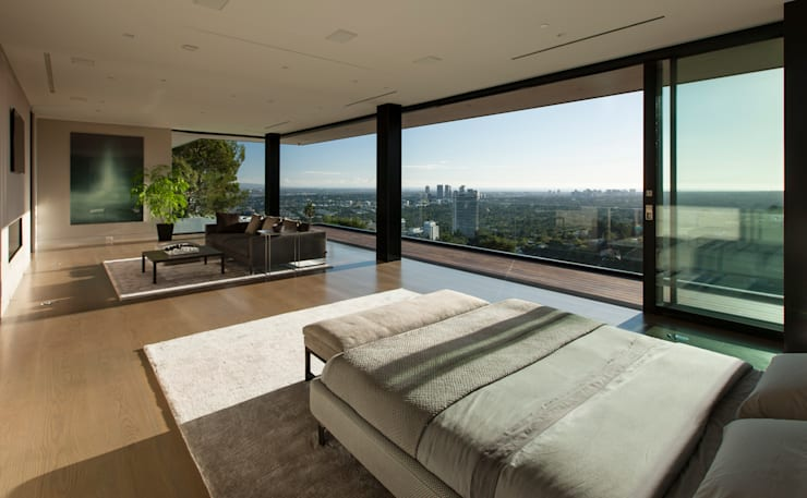 SUNSET STRIP RESIDENCE :  Bedroom by McClean Design