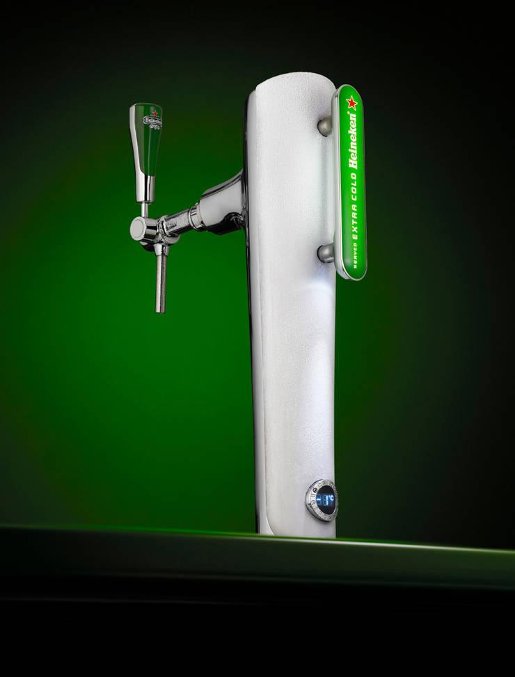 Beer fountains for Heineken 2008-2012: moderne Keuken door SMOOL by Robert Bronwasser