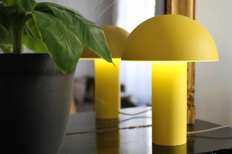 Lampe à poser Cul de Poule: Maison de style  par Maïeutique