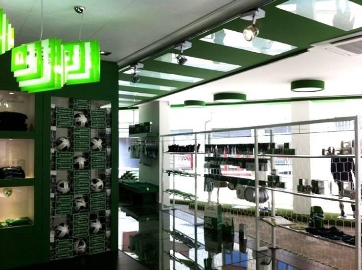 Official Store A.S. Avellino 1912 : Negozi & Locali Commerciali in stile  di LMarchitects