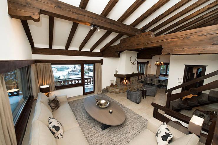 Chalet Umbau: rustikale Häuser von Martinuzzi Interiors Interior Design & Renovations