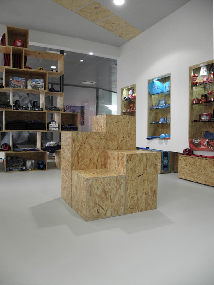 Football Store:  in stile industriale di LMarchitects, Industrial