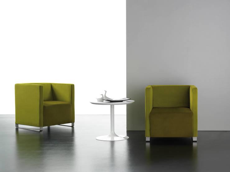 Fauteuil Q-BO: Salon de style  par CMC-CONCEPT